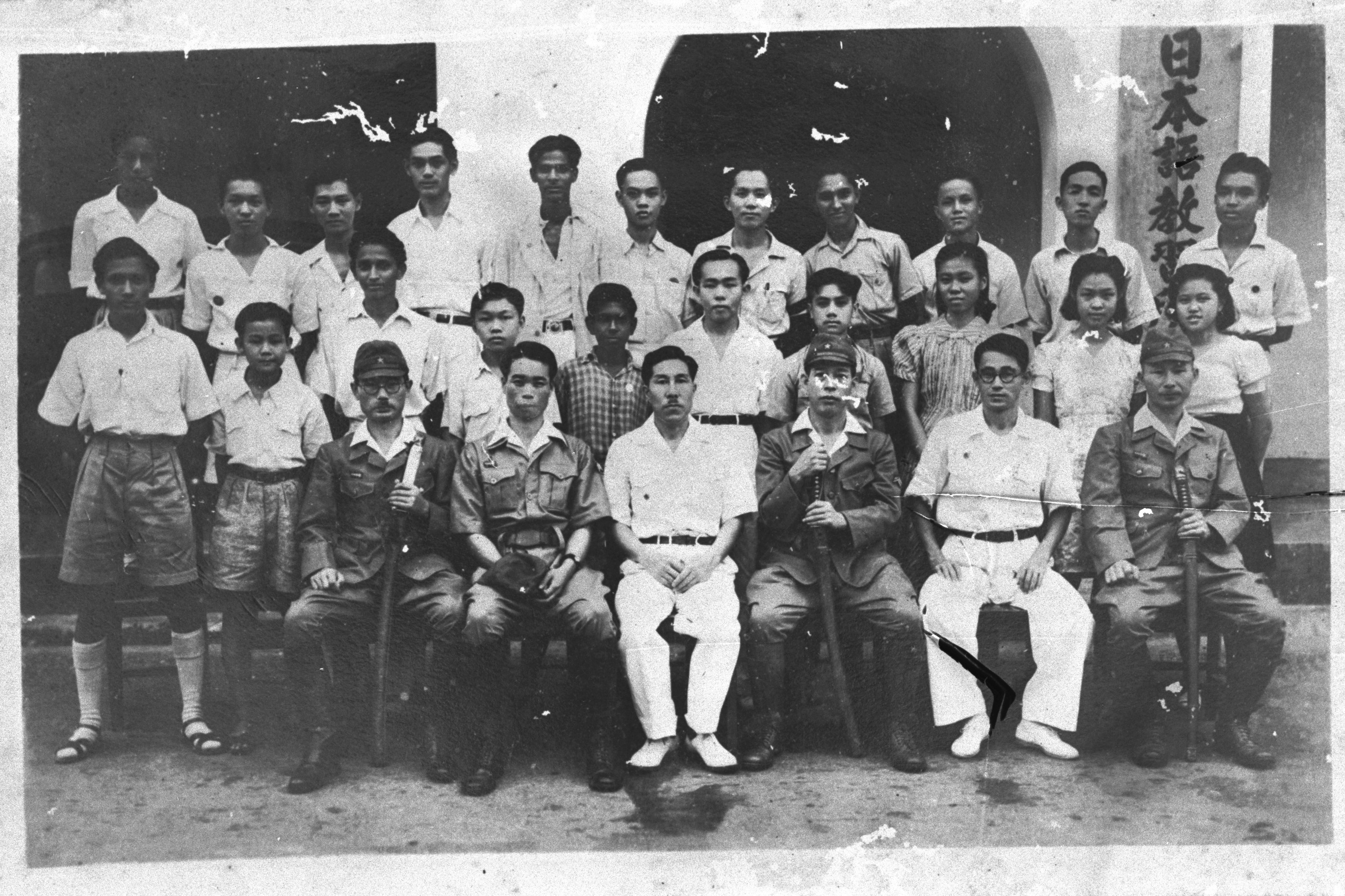Group photograph of a Japanese language class during the Japanese Occupation