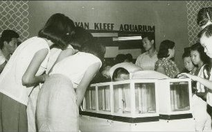 Crowds at Van Kleef Aquarium