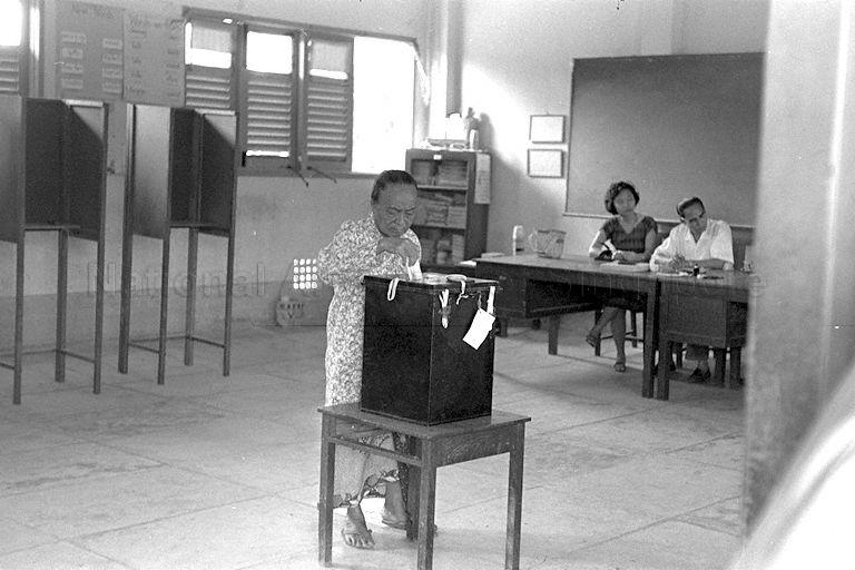 Casting of the Singapore National Referendum votes on merger with Malaya