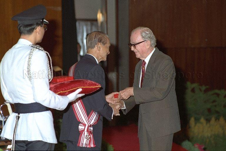 President Wee Kim Wee presenting the Public Service Star medal to Managing Director of Singapore Orchids John Ede at investiture ceremony for National Day awards at Singapore Conference Hall