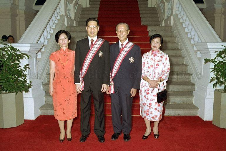 Group photograph of President and Mrs Ong Teng Cheong with Mr Wee Kim Wee, former president of Singapore and recipient of the Order of Temasek (First Class), and wife Madam Koh Sok Hiong at Istana during conferment ceremony