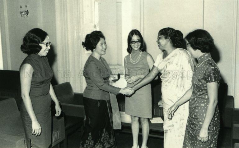 Puan Noor Aishah receiving the